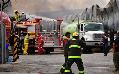 Empresas ayudan a combatir incendio en la Ciudad Industrial de Torreón